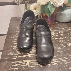 Dansko Black Leather Clogs Sz 39